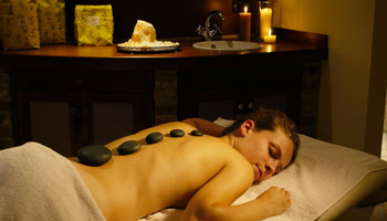 Hot-Stone-Therapy